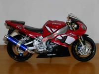 0775 - NEW RAY - YAMAHA YZF R1
