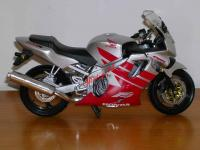 0777 - NEW-RAY - HONDA CBR 600 F4